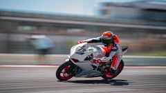 Ducati presenta la livrea White Rosso per la Panigale V2 - Immagine: 19