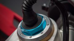 Ducati Panigale V4 S: la testa della forcella Ohlins a controllo elettronico
