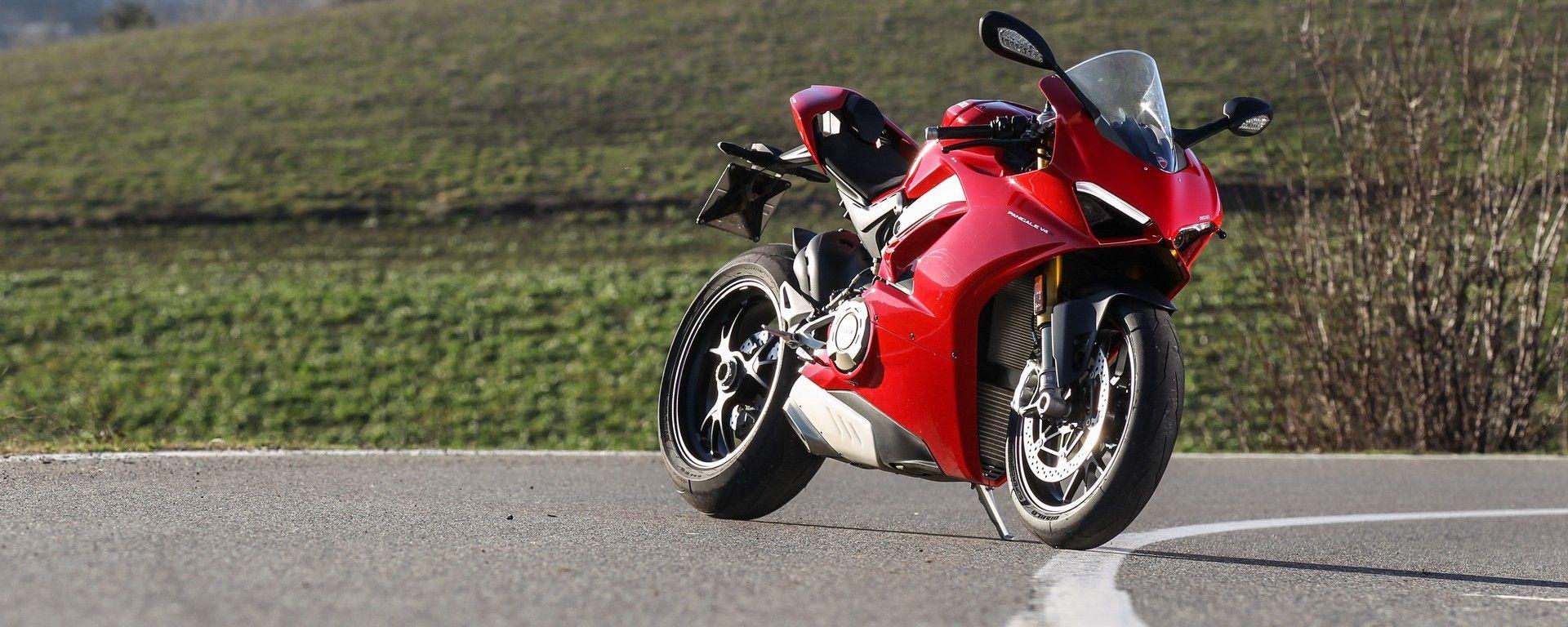 Ducati Panigale V4: vista 3/4 anteriore