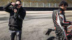 Ducati Panigale V4s vs Suzuki GSX-R1000R: filmando il flm-maker