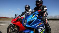 Ducati Panigale V4s vs Suzuki GSX-R1000R: prego, dopo di lei