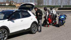 Ducati Panigale V4s vs Suzuki GSX-R1000R: pronti per i cameracar