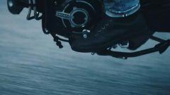 Ducati Scrambler 1100 Pro e Pro Sport: un frame del filmato che mostra parte del motore
