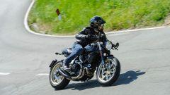 Ducati Scrambler Café Racer, i semimanubri non affaticano troppo