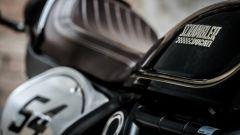 Ducati Scrambler Café Racer, le guance del serbatoio