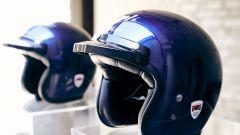 Ducati Scrambler Club Italia: insieme alla moto anche il casco Bell dello stesso blu