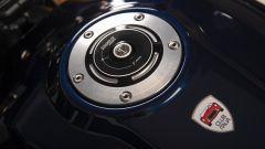 Ducati Scrambler Club Italia: tappo serbatoio in alluminio e logo del Club Italia sotto