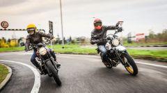 Ducati Scrambler Desert Sled e Triumph Street Scrambler, si guidano senza pensieri