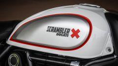 Ducati Scrambler Desert Sled, le guancette sul serbatoio sono specifiche
