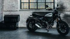 Ducati Scrambler Icon Dark, nuova livrea Matt Black