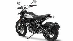 Ducati Scrambler Icon Dark, vista 3/4 posteriore