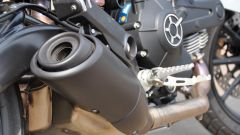 Ducati Scrambler Sixty2, scarico laterale