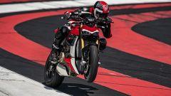 Ducati Streetfighter V4, faccia da Joker e potenza esagerata - Immagine: 16