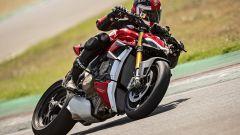 Ducati Streetfighter V4, faccia da Joker e potenza esagerata - Immagine: 17