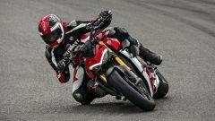 Ducati Streetfighter V4, faccia da Joker e potenza esagerata - Immagine: 18