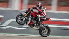 Ducati Streetfighter V4, faccia da Joker e potenza esagerata - Immagine: 19