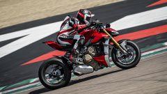Ducati Streetfighter V4, faccia da Joker e potenza esagerata - Immagine: 21