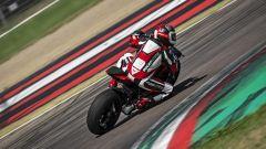 Ducati Streetfighter V4, faccia da Joker e potenza esagerata - Immagine: 24
