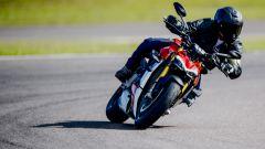 A scuola di guida con la Ducati Streetfighter V4? Facilissimo - Immagine: 2