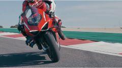 Ducati Superleggera V4: anche la moto dei sogni si può portare nel garage, almeno su MyDucati App