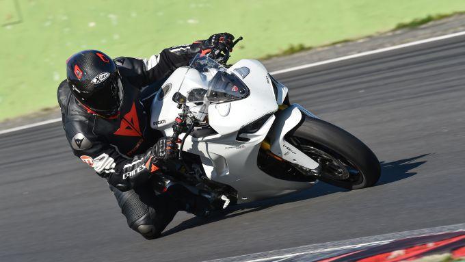 Ducati Supersport 950 S, la prova in pista