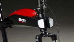 Ducati Urban-E: particolare di fanali e serbatoio