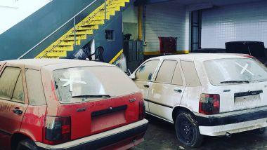 Due Fiat Tipo abbandonate ma, praticamente, nuove