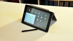 e-tab pro: la tastiera si può montare al contrario così da creare un supporto per la modalità tablet