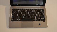 e-tab pro: molto buona la tastiera, con tasti ben distanziati e 2 prese USB sui lati