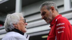 Ecclestone a colloquio con l'ex team principal della Ferrari, Maurizio Arrivabene
