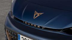 Ecco Cupra Born: logo e nome dell'auto in rilievo e color rame
