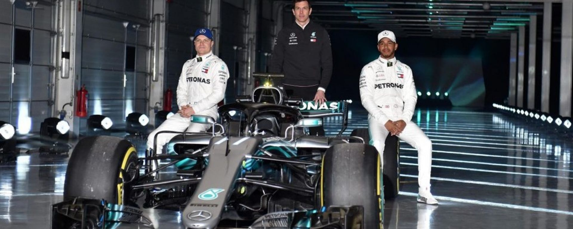Ecco la Mercedes F1 W09: tutte le immagini