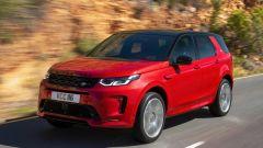 Ecco la nuova Land Rover Discovery Sport è anche Plug In Hybrid strada fianco 2