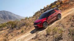 Ecco la nuova Land Rover Discovery Sport è anche Plug In Hybrid strada fianco