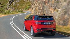Ecco la nuova Land Rover Discovery Sport è anche Plug In Hybrid strada retro