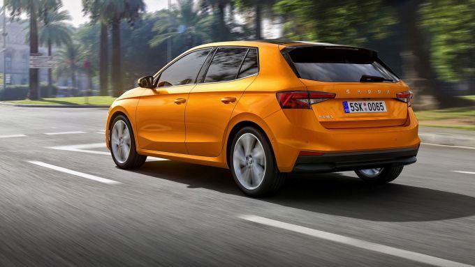 Ecco Skoda Fabia 2021: nuovo l'arancione metallizzato