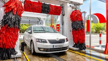 Editoriale: lavare l'auto, croce e delizia di ogni automobilista