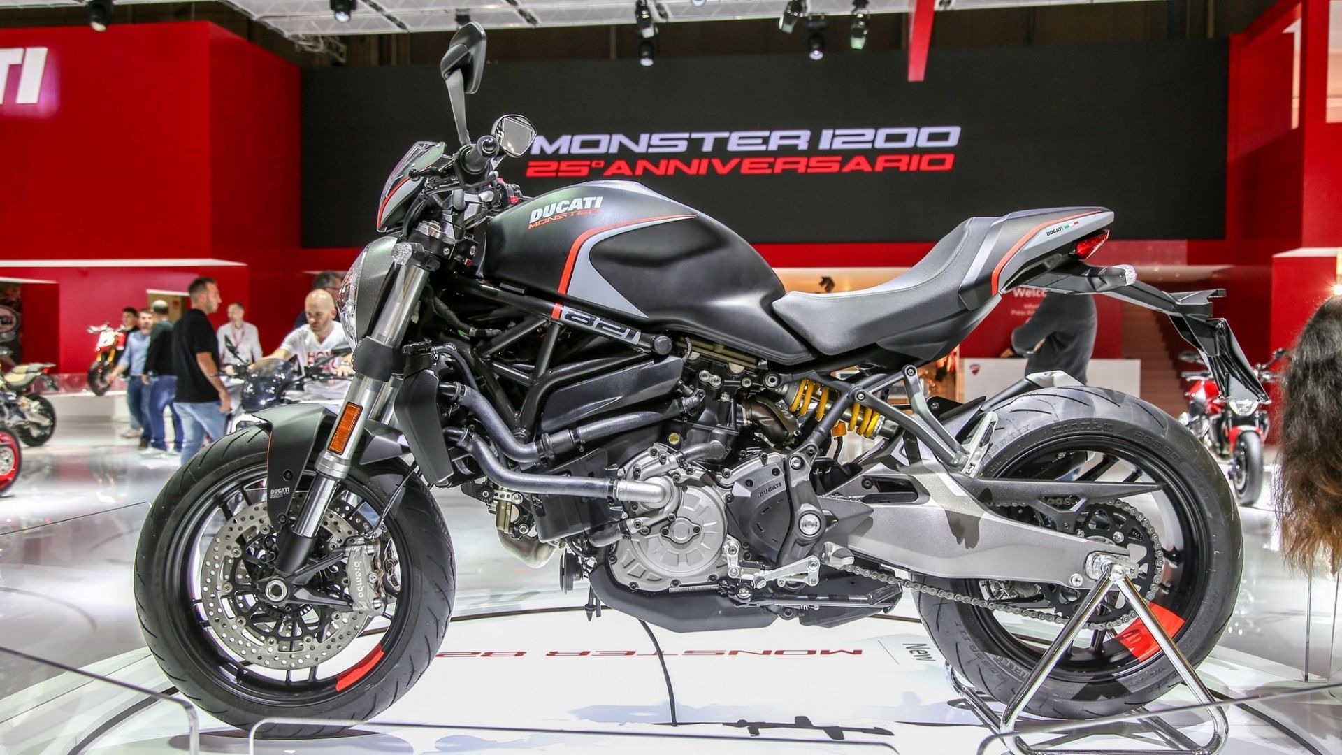 eicma 2018  ducati monster 821 stealth  foto  video