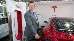 Tesla farà a meno di addetti stampa. La scelta choc di Elon Musk