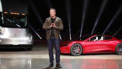 Elon Musk durante la presentazione della nuova Tesla Roadster