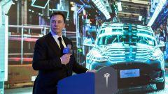 Elon Musk durante la presentazione di Model 3