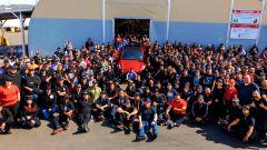 Elon Musk ha twittato questa foto per annunciare un milione di Tesla prodotte