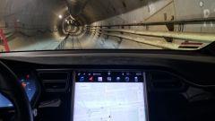 Elon Musk su Tesla Model X inaugura il tunnel del sistema Loop