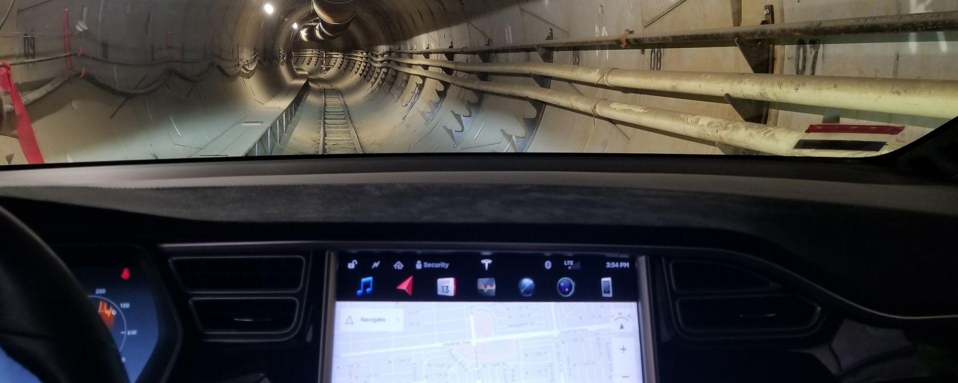 Elon Musk: nel tunnel del sistema Loop con una Tesla Model X