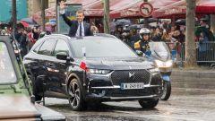 Emmanuel Macron sulla DS7 Crossback in viaggio verso l'Eliseo