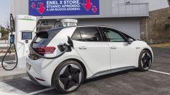 Enel X Store a Roma: una Volkswagen ID.3 in carica
