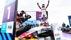 ePrix Berlino 2019, Di Grassi esulta dopo aver parcheggiato la macchina sotto al podio