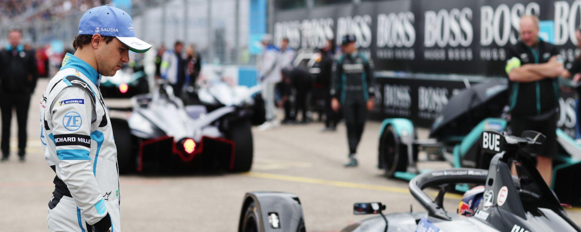 ePrix Berlino 2019, Massa osserva la monoposto del poleman Buemi dopo la deludente qualifica
