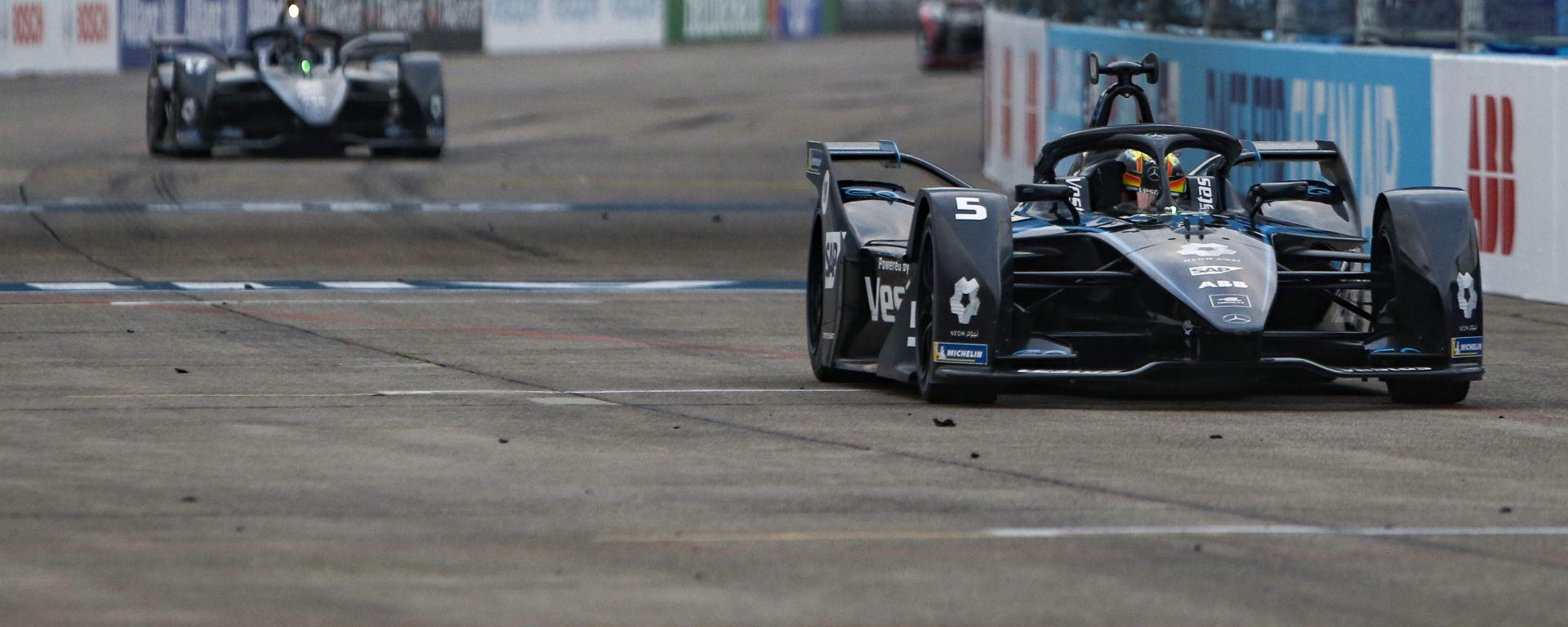 ePrix Berlino-6: Mercedes sogna in grande, 1-2 con Vandoorne e De Vries