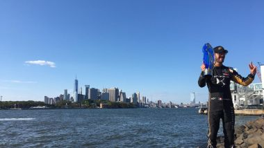 ePrix New York 2019, Jean-Eric Vergne festeggia sulla sponde dell'East River